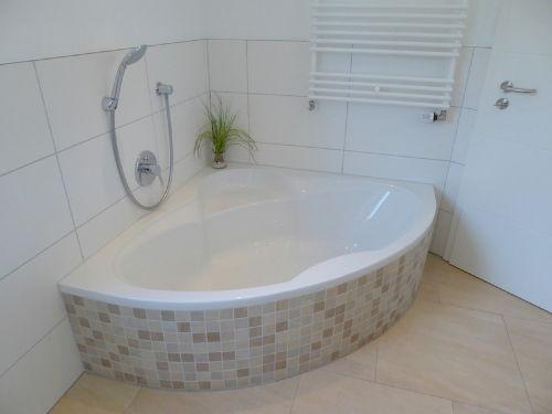 entspannen Sie in der großen Badewanne