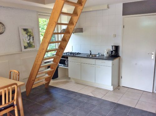 Wohnzimmer mit Treppe nach oben