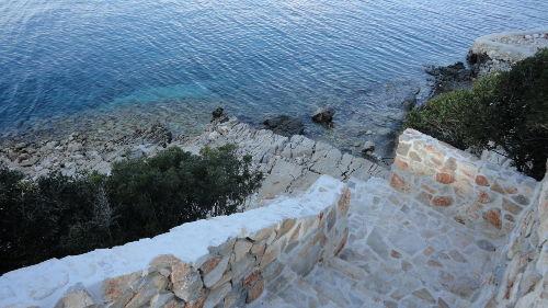 Weg zum Steg von der Terrasse