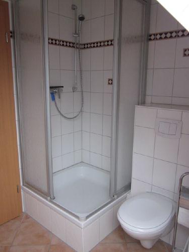 Bad mit Blick auf die Dusche