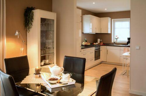 Essplatz mit Blick in die Küche