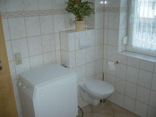 WC und Waschmaschine