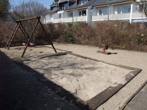 Spielplatz am Haus