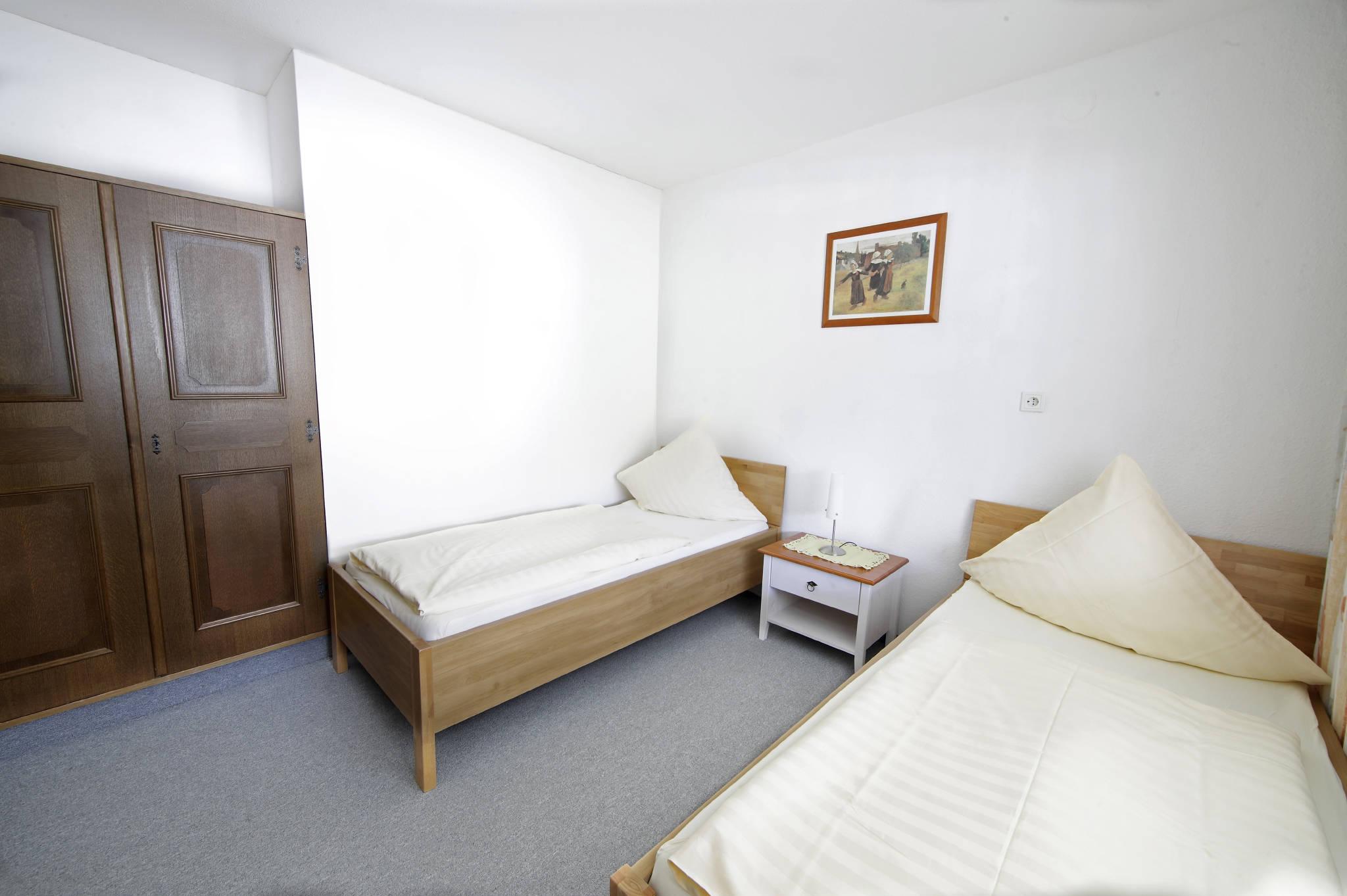 Schlafzimmer mit Boxspringbetten