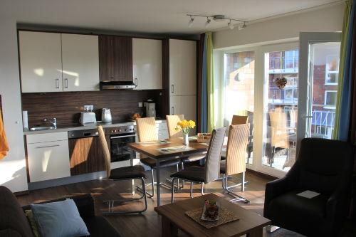 Küchenzeile mit gemütlichem Sitzplatz