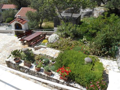 Gartenterrasse mit Grillhaus