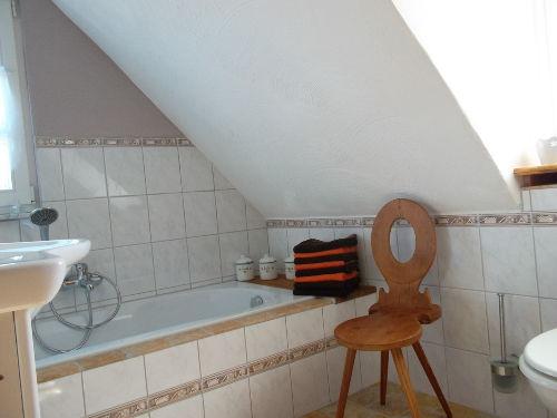 Bad (mit Badewanne und separater Dusche)