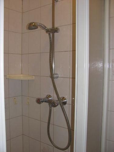 Privat Dusche neben an Zimmer