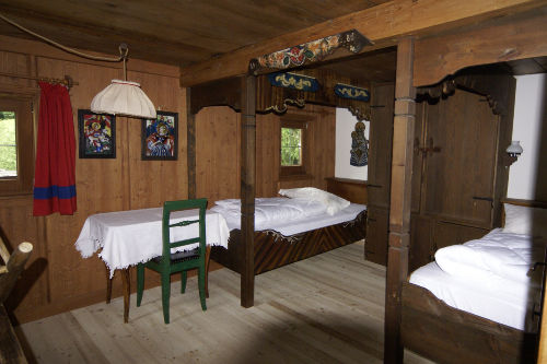 Schlafzimmer mit Himmelbetten