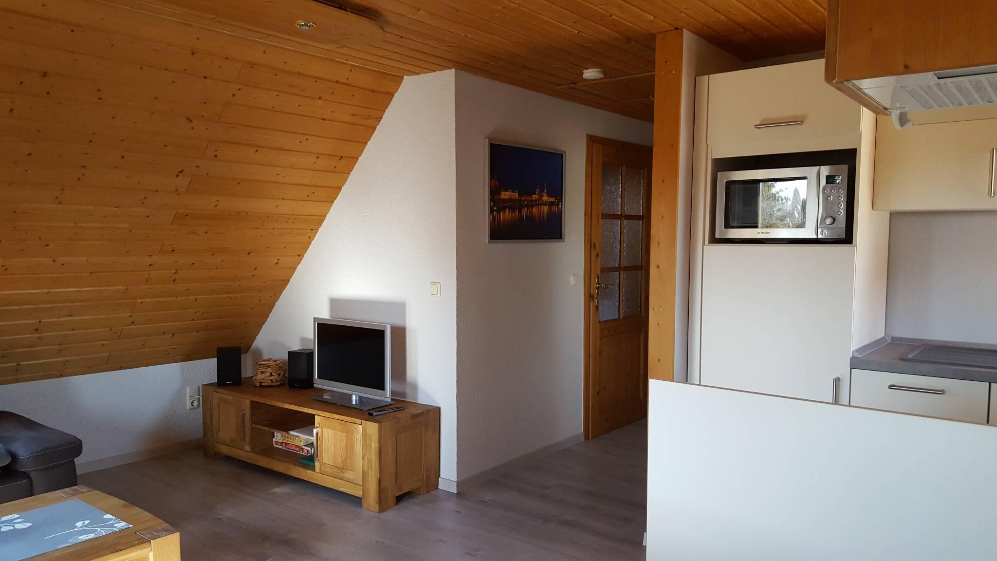 offene Wohnküche, Tür zum Schlafraum