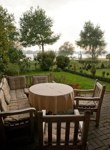 Rheinblick aus dem Garten