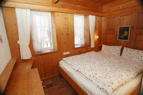 App.4 Schlafzimmer 1 m.Himmelbett antik