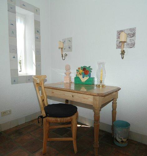 App. 4 Wohnzimmer mit Schreibtisch