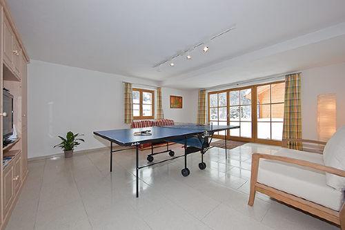 Spielzimmer m. Tischtennis u. Wii Konsole