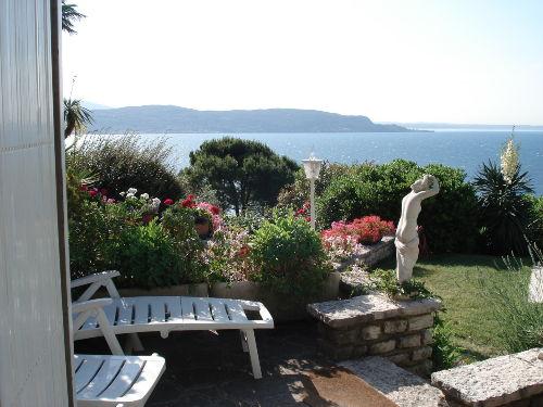 Sicht auf den Gardasee von der Terrasse