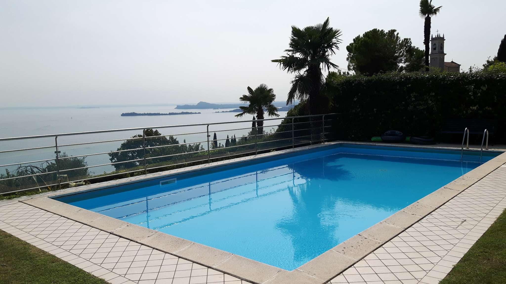 Schwimmbad Sicht von Terrasse