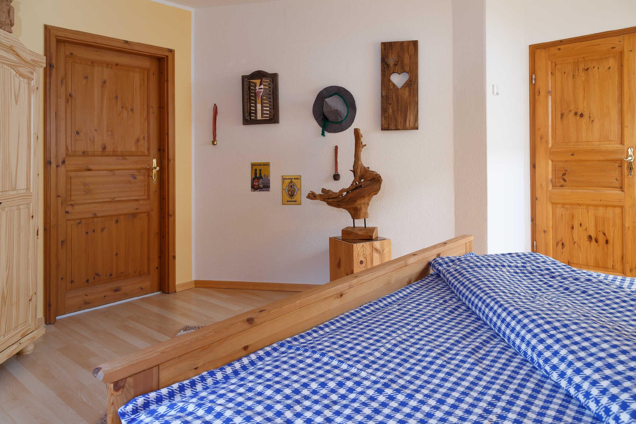 Zimmer Bayern mit Eingang Bad