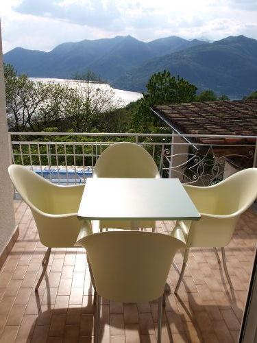 Terrasse mit Sitzplatz (Ausg. Wohnzimmer)