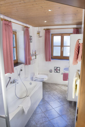 Badewanne und separate Dusche