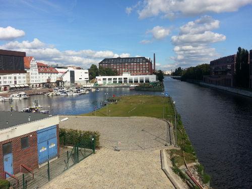 Tempelhofer Hafen Center in der N�he
