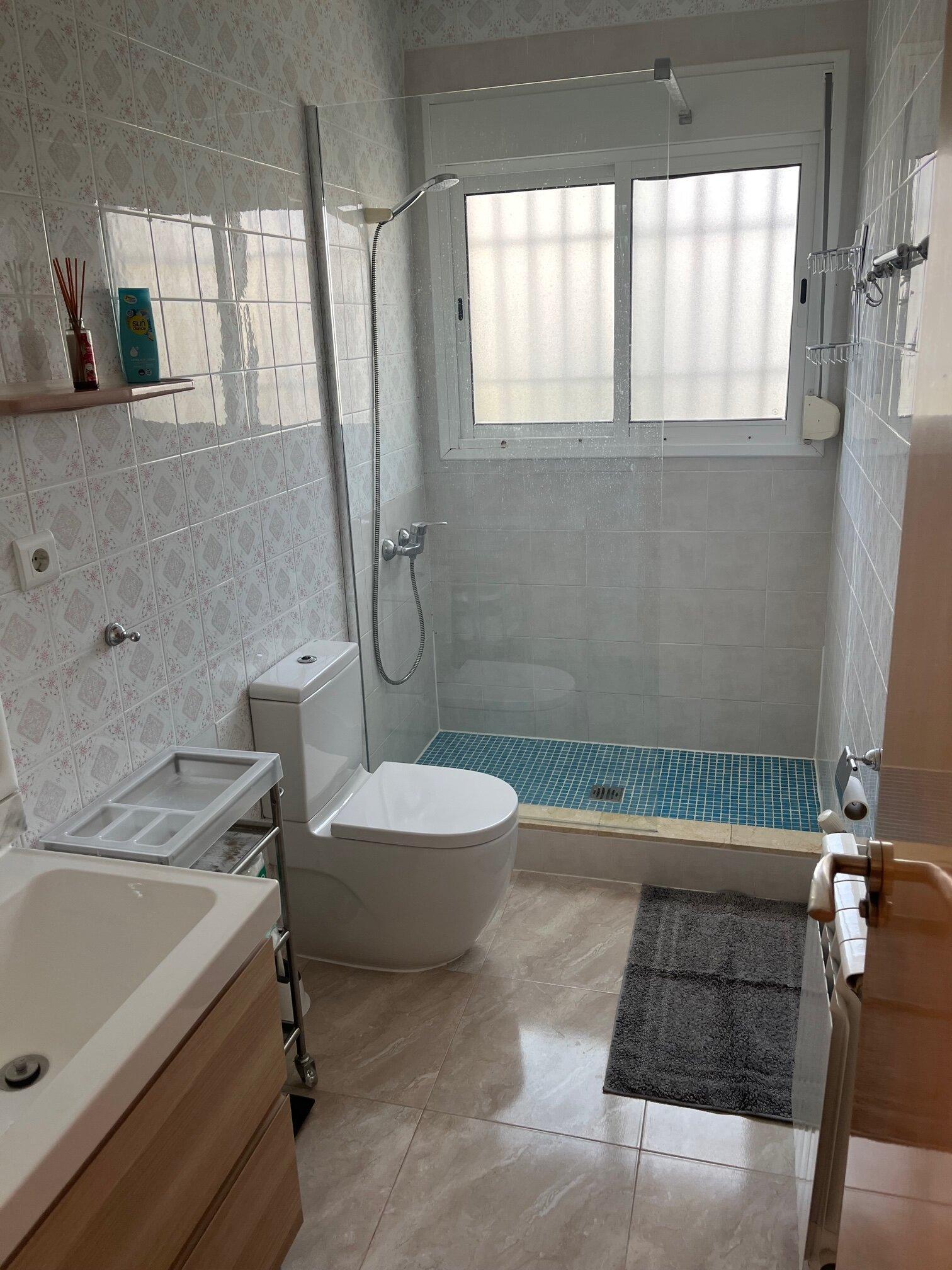 Bad mit WC und Dusche