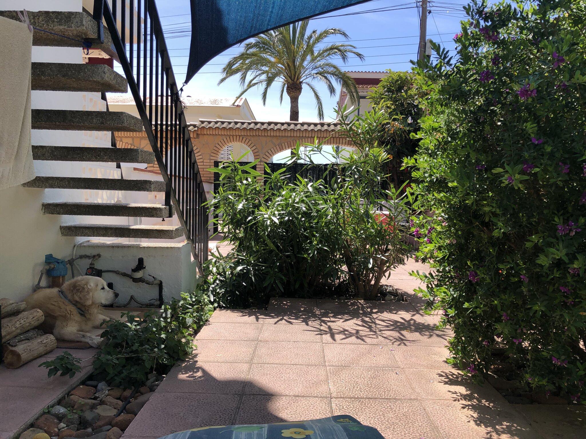 Kleines Schlafzimmer mit Schreibplatz
