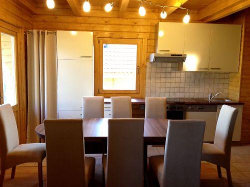 Wohnzimmer mit Essbereich & Einbauk�che