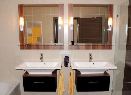 Doppelwaschbecken mit Spiegeln