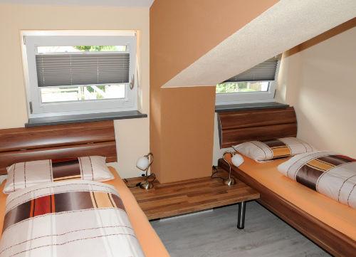 2. Schlafzimmer mit getrennten Betten