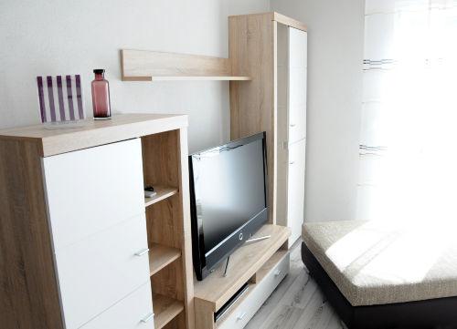 Wohnwand mit Flachbild TV