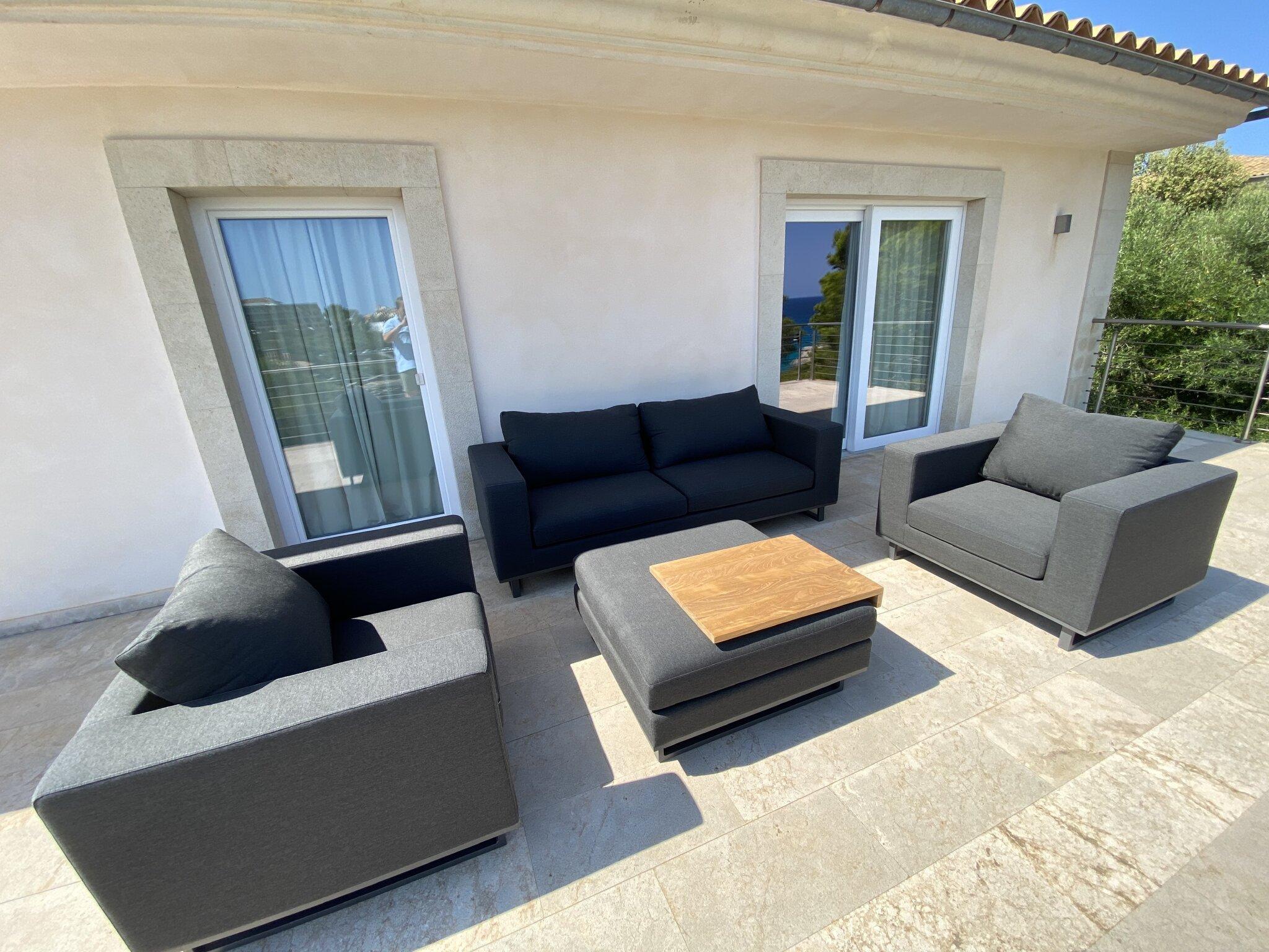 Wohnbereich zur �berdachten Terrasse hin