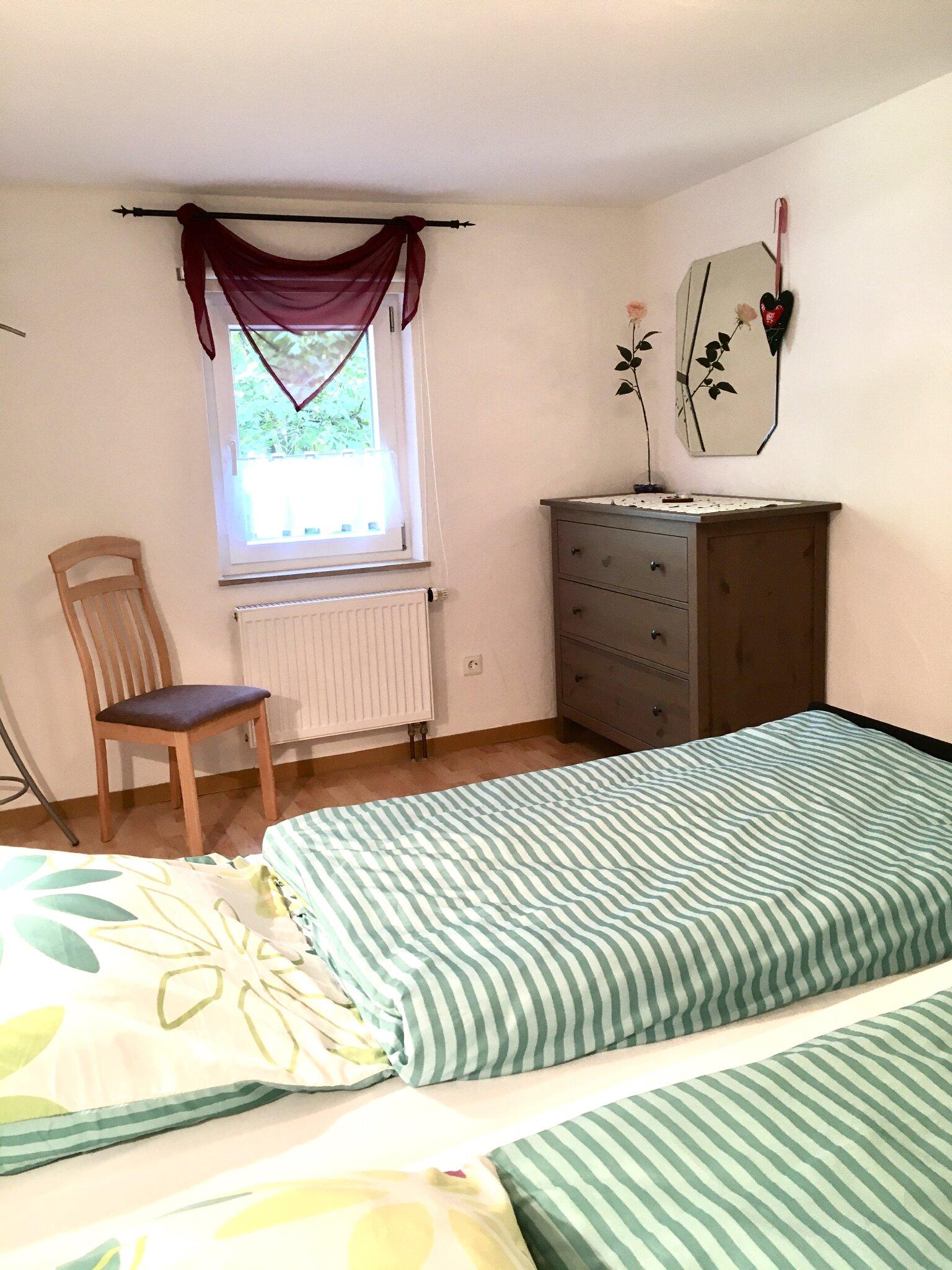 Schlafzimmer mit Verdunklungsmöglichkeit
