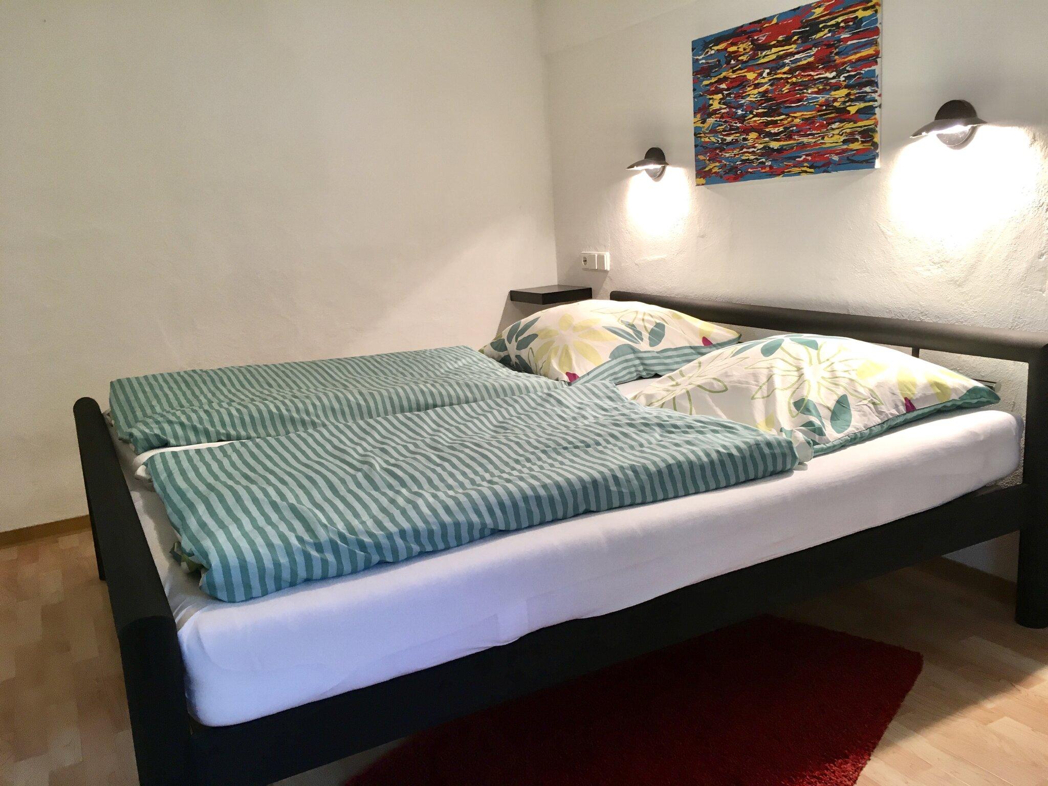 Schlafzimmer mit 2 Meter langen Betten