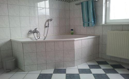 und großer Badewanne