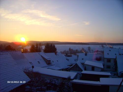 Sonnenaufgang über dem Ski- und Rodelhang