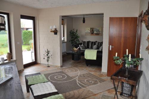 Blick vom Essbereich auf das Wohnzimmer