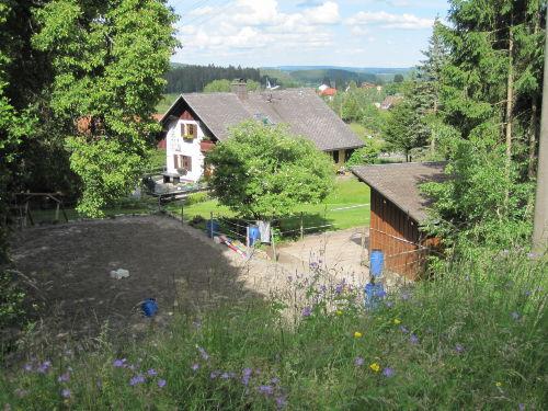 Reitplatz, Stall und Haus