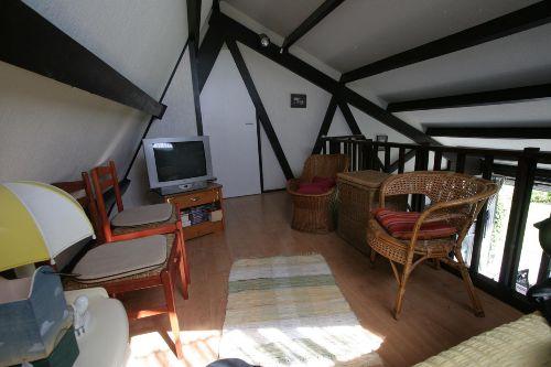 Galerie mit 2 Gästebetten und TV