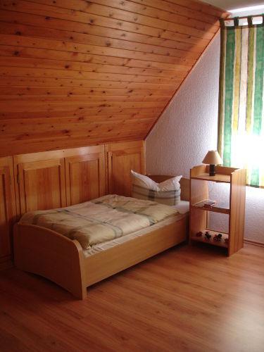 Schlafzimmer 1 mit Doppelbett 180 x 200cm