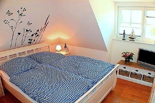 Schlafzimmer DG mit TV