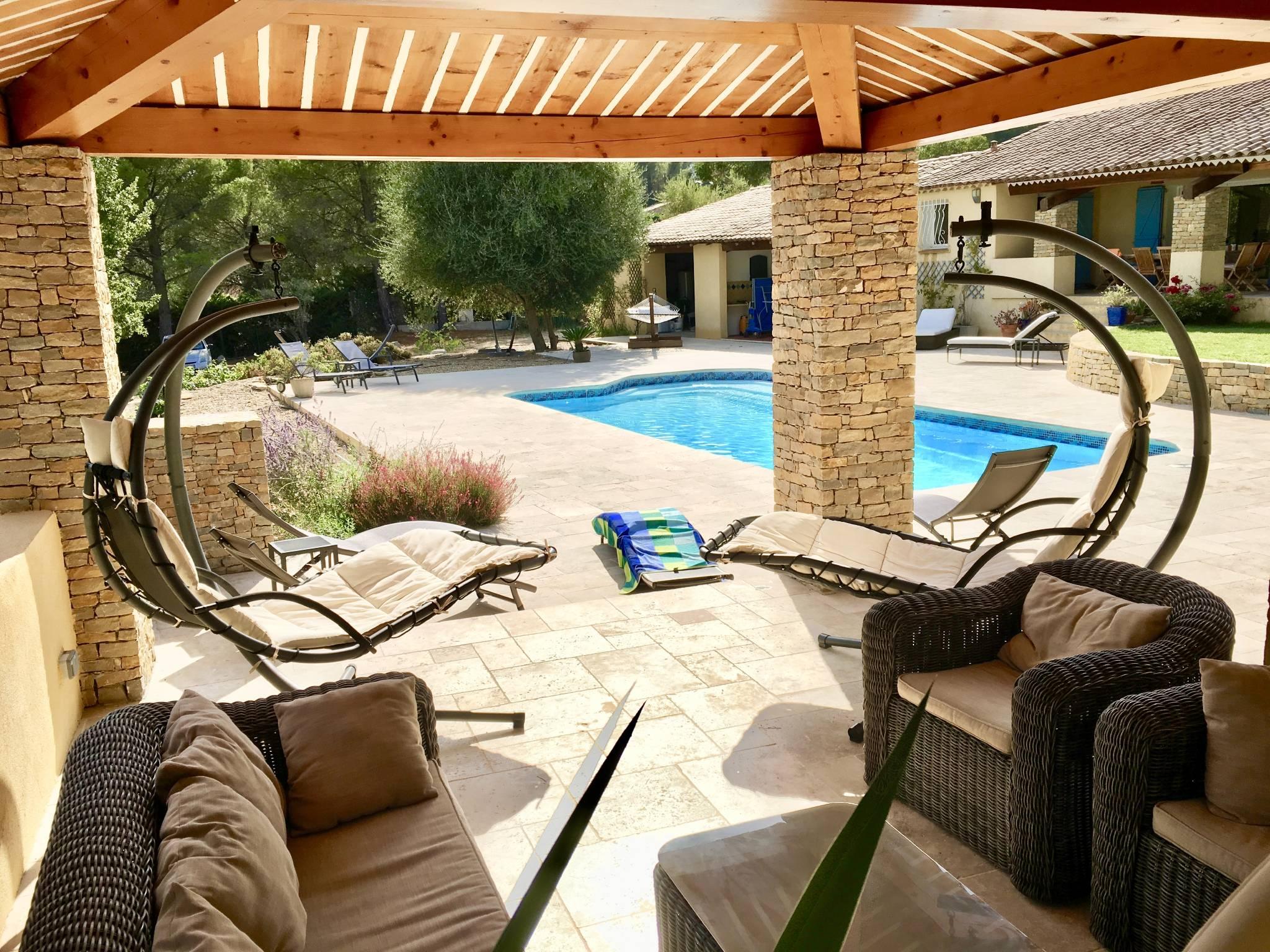 Schwimmbad, Wohnzimmer mit Terrasse