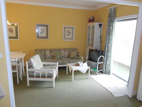 Wohnzimmer mit Ausgang Balkon