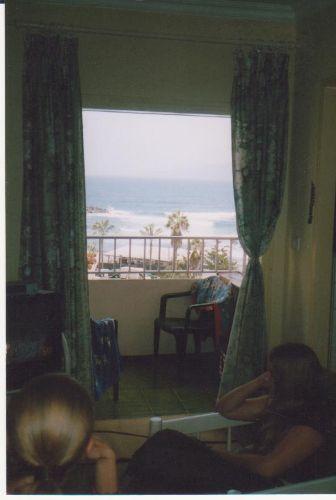 Blick auf Balkon und Meer