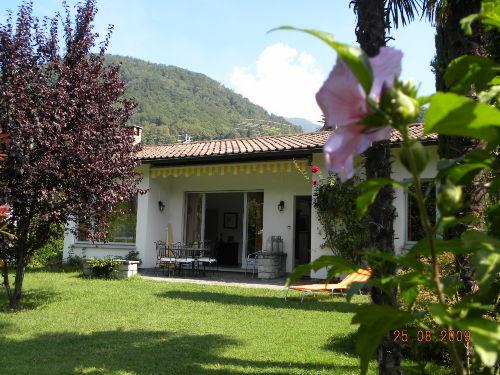 Blick auf Haus u. Terrasse