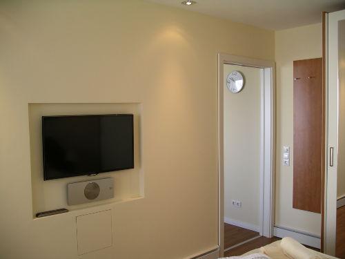 Fernseher/DVD-Player im Schlafzimmer