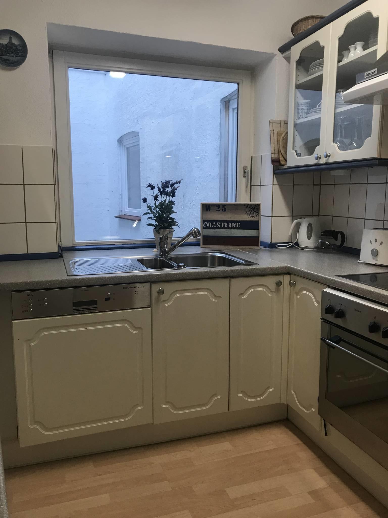 Küche mit Blick zum Lichthof