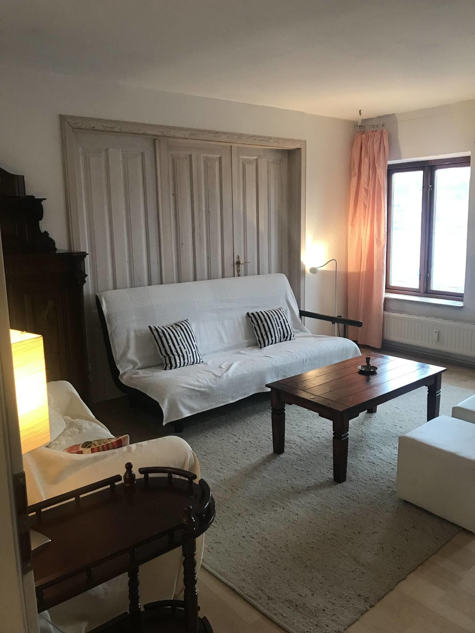 Wohnzimmer mit Hafenblick