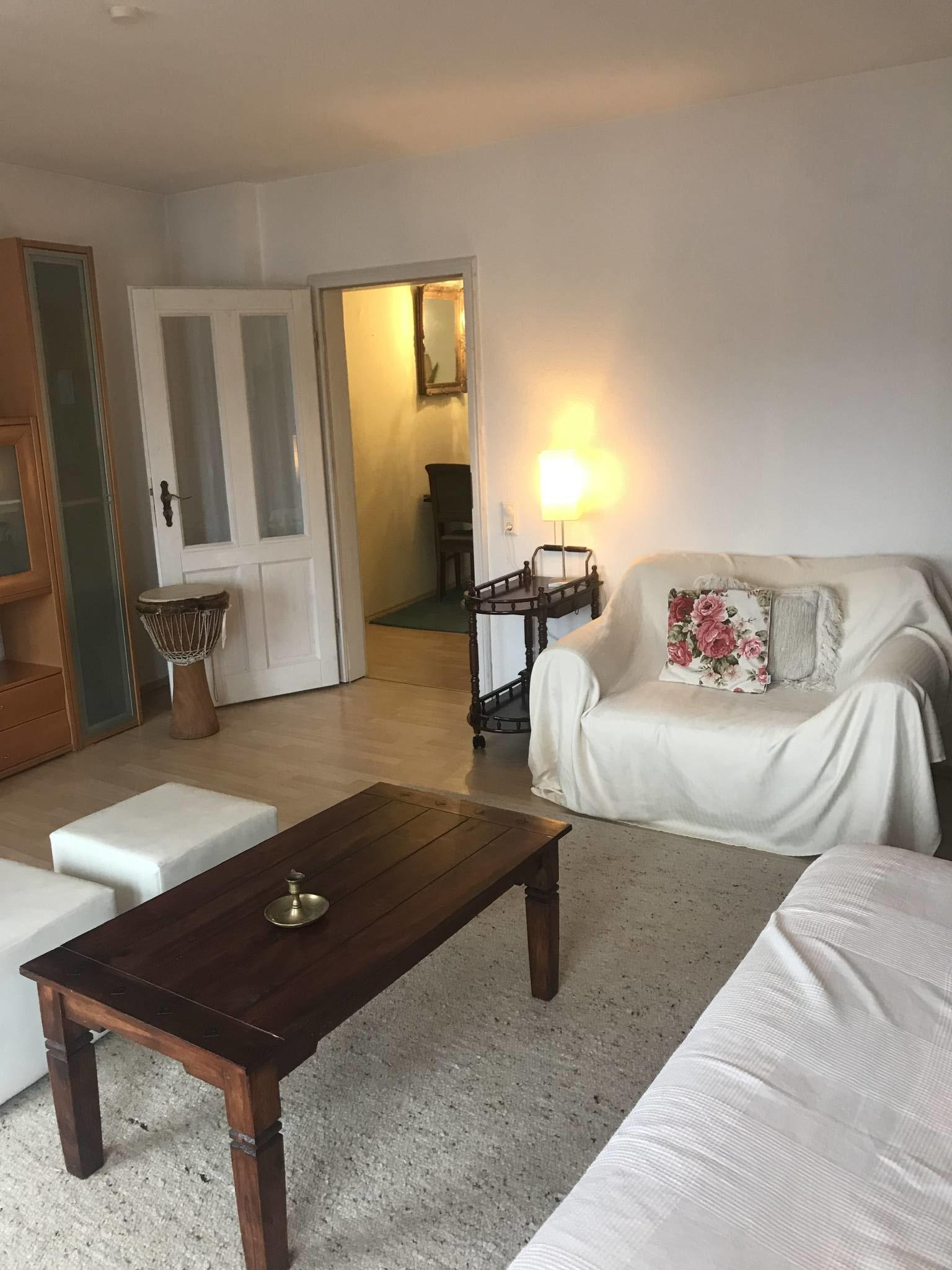 Wohnzimmer mit Schlafcouch 2m x 1,60m