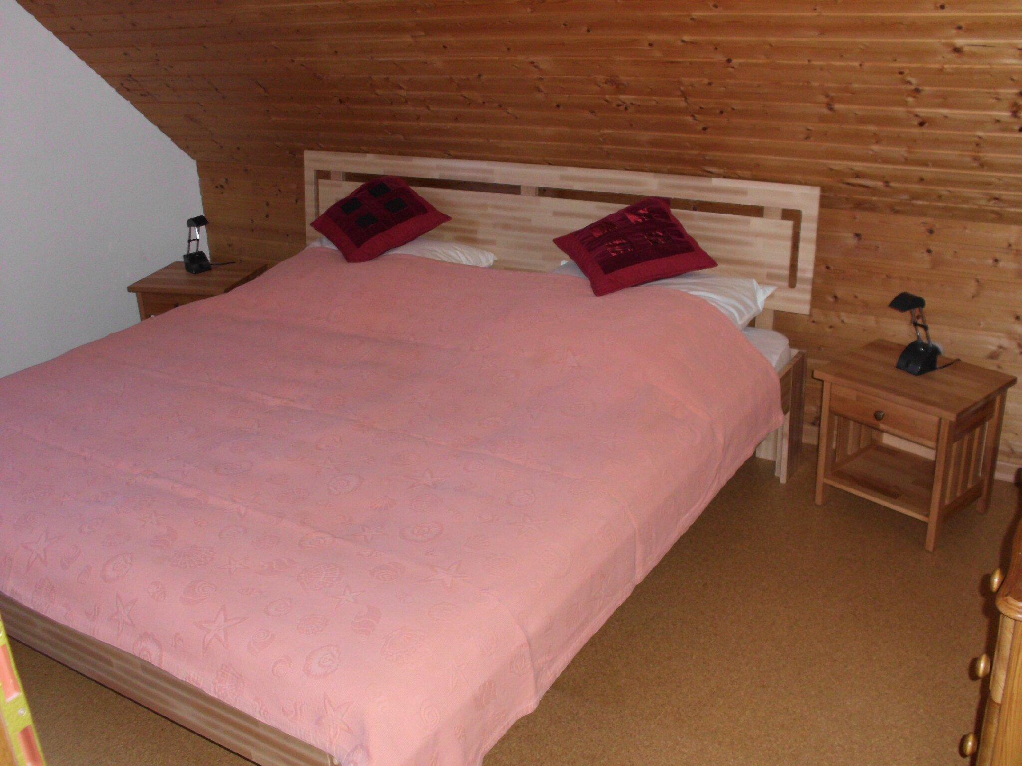 Kleiderschrank im Doppelbettzimmer