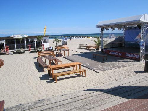 Strandbar und Strandbühne